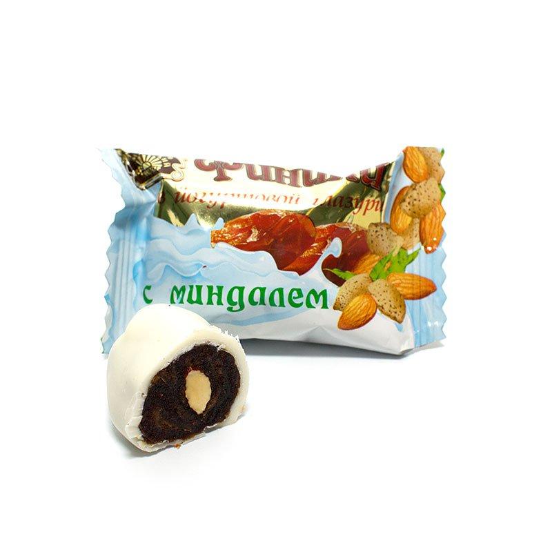 Конфеты Финики в йогуртовой глазури с миндалем