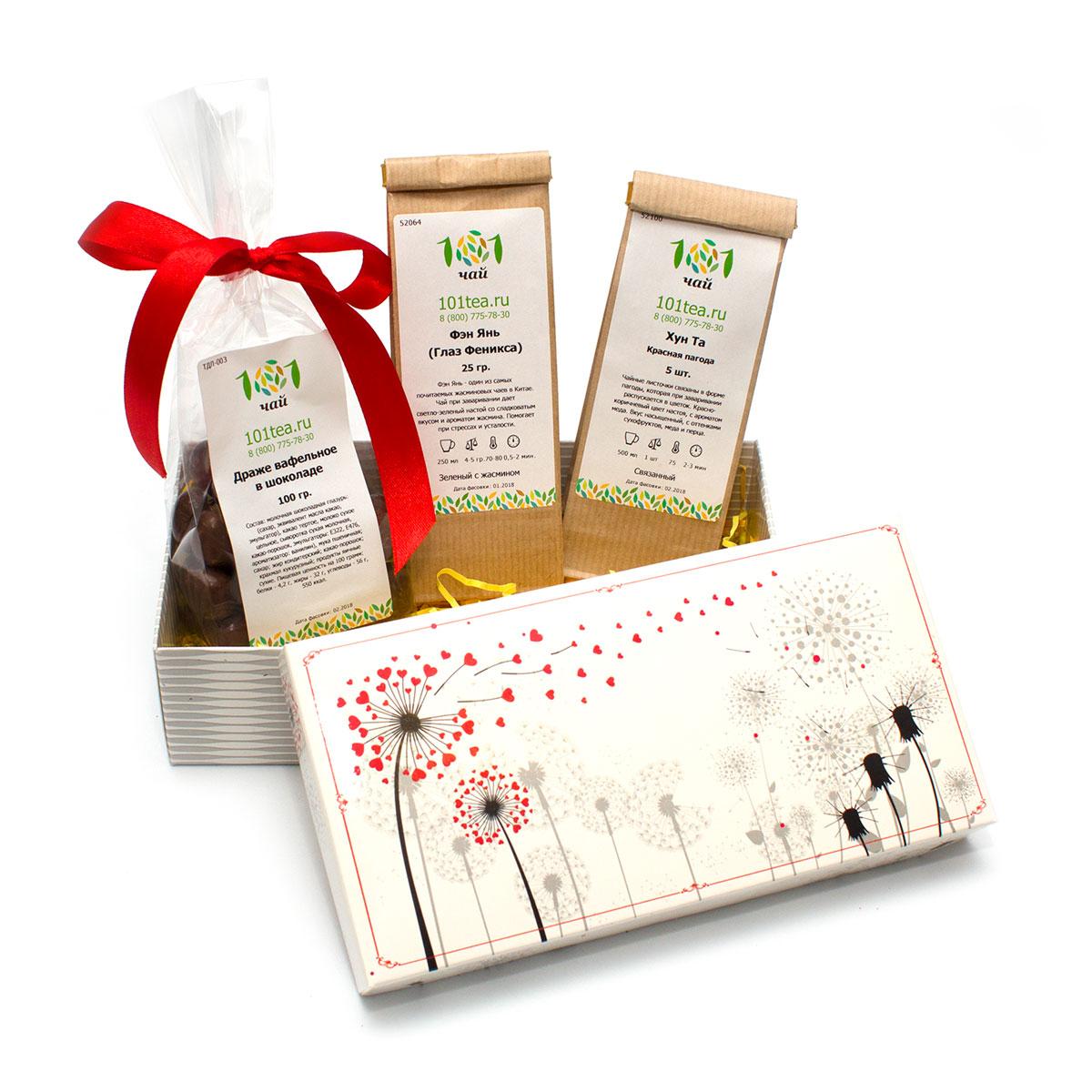 Подарочный набор чая Птица счастьяПодарки женщинам<br>В набор входит:<br><br>Связанный чай Хун Та (Красная пагода)<br>Белый жасминовый чай Фэн Янь (Глаз феникса)<br><br>Драже вафельное в шоколаде<br>