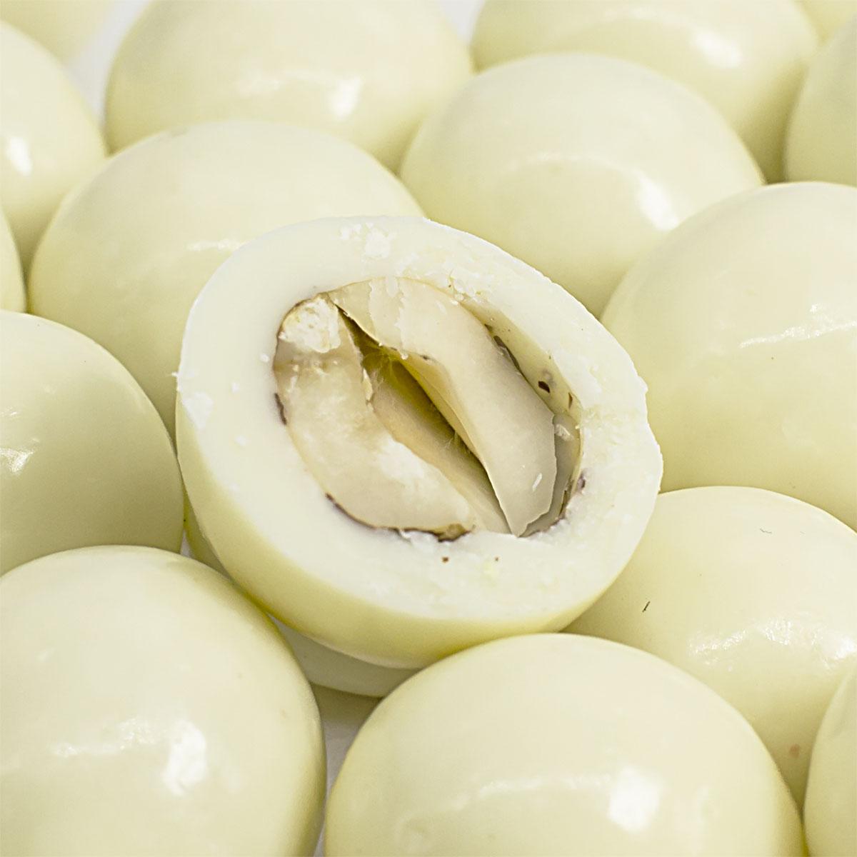 Фундук в белой шоколадной глазури